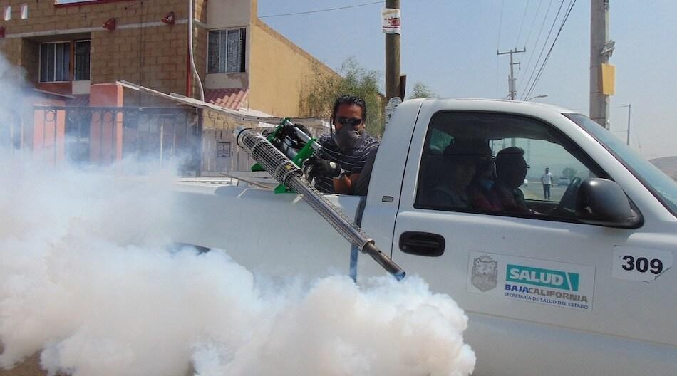 Fumigation pour tuer les moustiques au Mexique